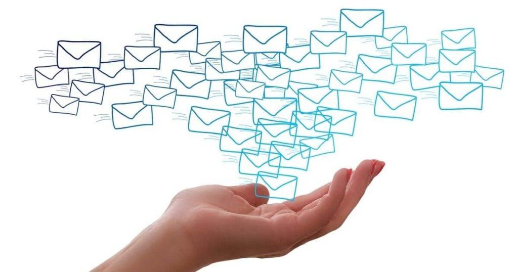 どんなメールが送られてくるの?